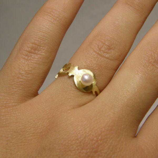 gatsby ring worn