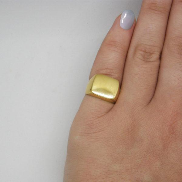 flat ring worn