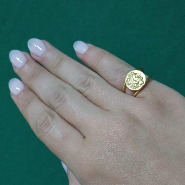 lira ring worn